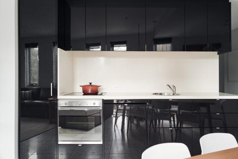 Huski Apartments - Kitchen